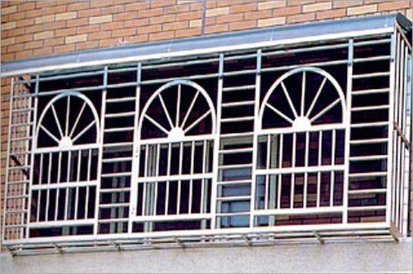 有礙逃生的傳統鐵窗